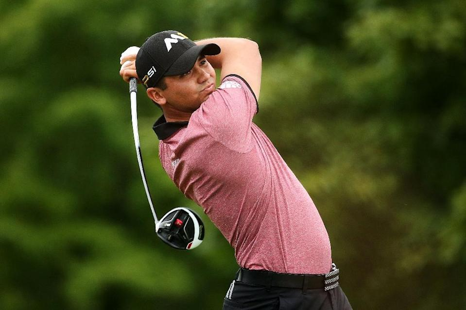 Jason Day of Australia plays his shot from the fourth tee during the Second Round of the BMW Championship at Conway Farms Golf Club on September 18, 2015 in Lake Forest, Illinois (AFP Photo/Patrick Smith)