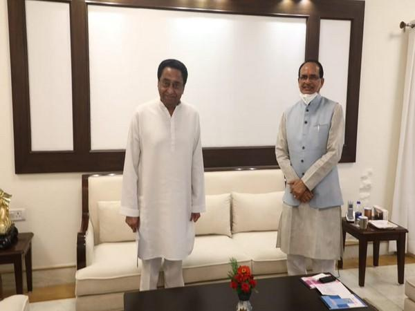 Congress leader visited CM Shivraj Singh Chouhan at his residence on Thursday. [Photo/ANI]