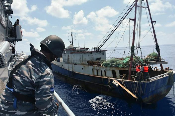 An Indonesian navy vessel arrests a Chinese fishing boat in June 2016 (AFP Photo/)