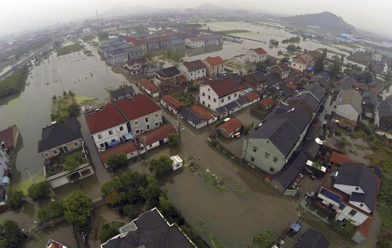 An aerial view taken from a remote-controlled helicopter shows partially submerged houses and flooded streets after Typhoon Fitow hit Yuyao, Zhejiang province October 9, 2013. Torrential rains caused by Typhoon Fitow continued to lash Shanghai City and Zhejiang Province in eastern China, inundating roads, houses and causing river dike breaches. From Saturday to 10 a.m. Tuesday, Zhejiang saw average precipitation of 201 mm, with 717 mm in worst-hit Yuyao City, Xinhua News Agency reported. REUTERS/Lang Lang (CHINA - Tags: SOCIETY ENVIRONMENT DISASTER)