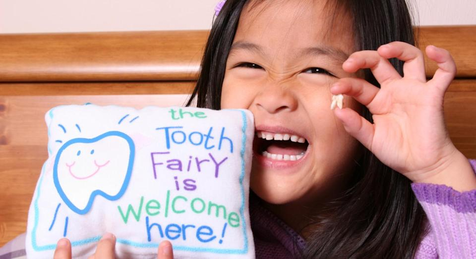 Parents are confused about how much tooth fairy money they should be giving their children. [Photo: Getty]