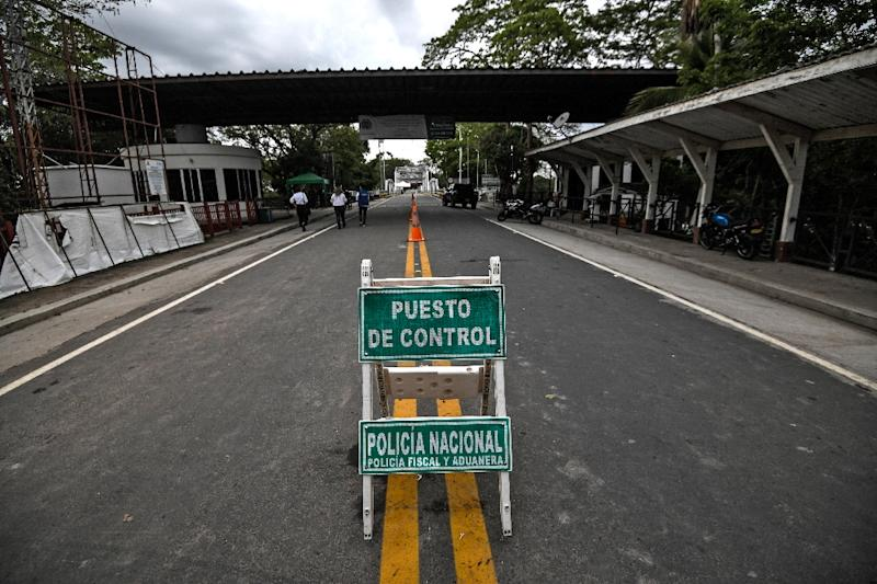 The bridge crossing the Arauca has been blockaded by Venezuelan President Nicolas Maduro's security forces since February (AFP Photo/Juan BARRETO)
