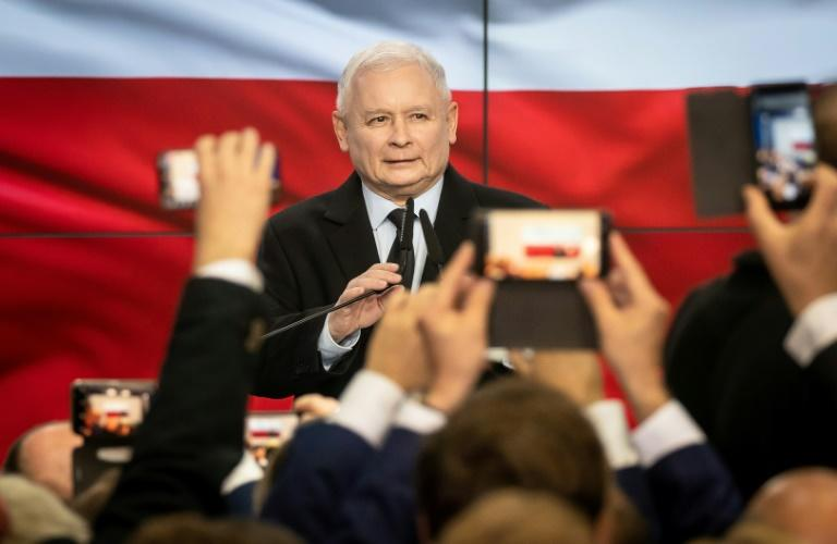 PiS party leader Jaroslaw Kaczynski: 'We have obtained the mandate to continue our good change, to continue our policy, to continue to change Poland'