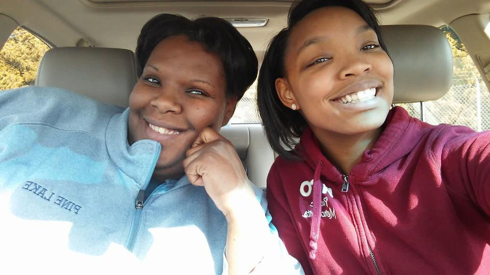 High school junior <span>Chanese Knox (right) </span>was suspended for her reaction to being called the N-word at school. (Photo: Courtesy of Diannia Merriett)