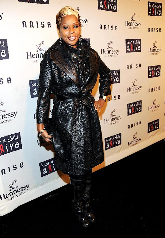 "Despite the chilly New York weather, Mary J. Blige bundled up and hit the red carpet in a textured leather jacket. Kevin Mazur/<a href=""http://www.wireimage.com"" target=""new"">WireImage.com</a> - October 15, 2009"