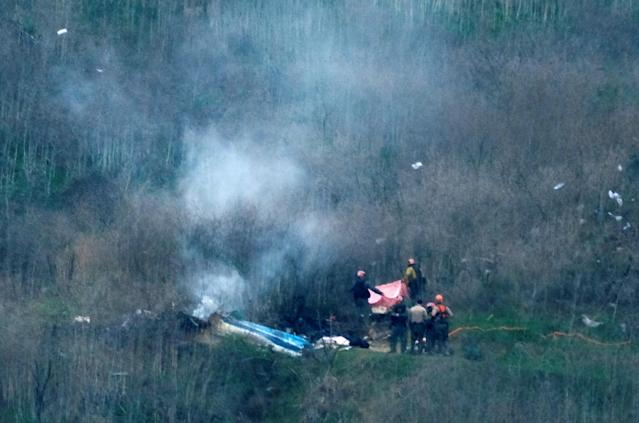 Law enforcement officers investigate the scene of a helicopter crash that killed retired basketball star Kobe Bryant in Calabasas, California, U.S., January 26, 2020. REUTERS/Ringo Chiu