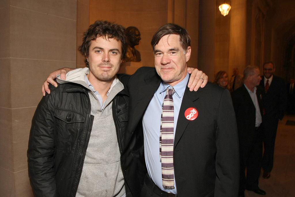 "<a href=""http://movies.yahoo.com/movie/contributor/1800018566"">Casey Affleck</a> and director <a href=""http://movies.yahoo.com/movie/contributor/1800024107"">Gus Van Sant</a> at the San Francisco premiere of <a href=""http://movies.yahoo.com/movie/1810041985/info"">Milk</a> - 10/28/2008"