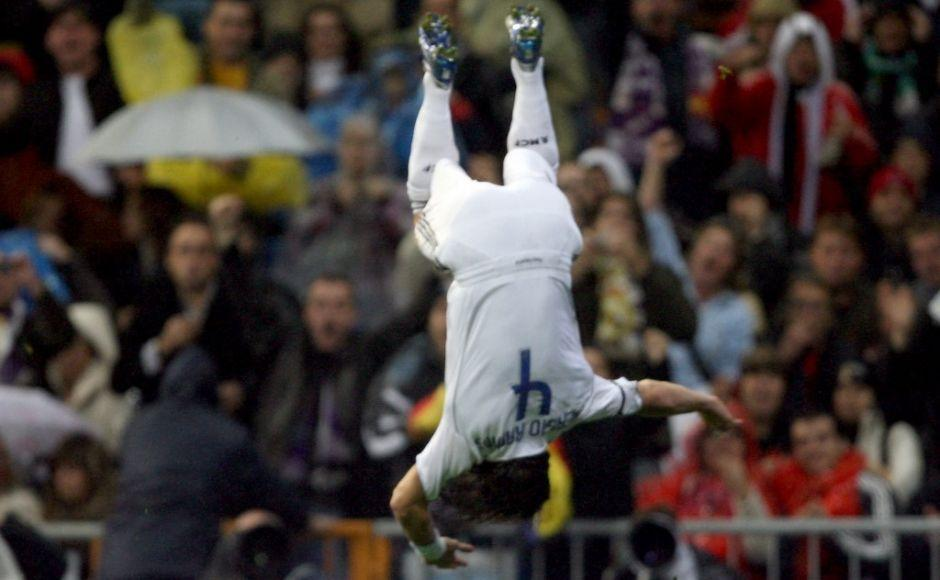 Real Madrid's Sergio Ramos celebrates after scoring their first goal against Racing de Santander's during their Spanish league football match at Santiago Bernabeu stadium in Madrid, 18 November 2006. AFP PHOTO/JAVIER SORIANO (Photo by JAVIER SORIANO / AFP)