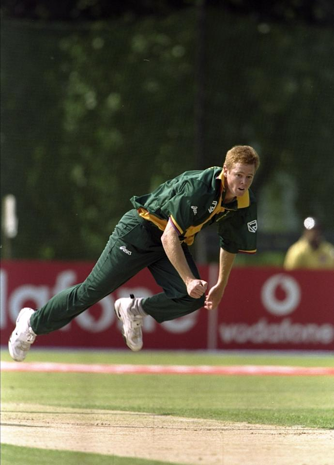 25 May 1999:  Shaun Pollock of South Africa bowls during the World Cup Group A game against Kenya at the VRA Ground in Amstelveen, Holland. South Africa won by 7 wickets. \ Mandatory Credit: Craig Prentis /Allsport
