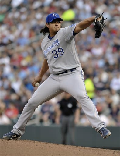 Mendoza shines in Royals' 4-3 win over Twins