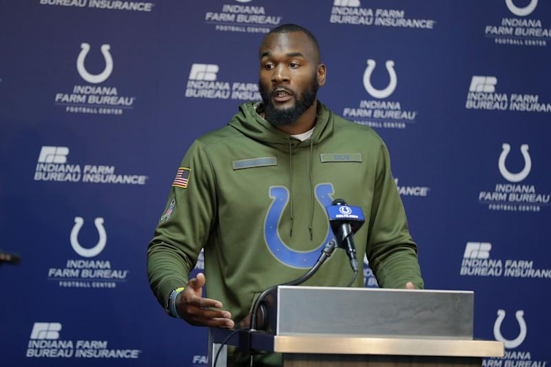 Colts LB Darius Leonard Stops and Changes Stranger's Tire