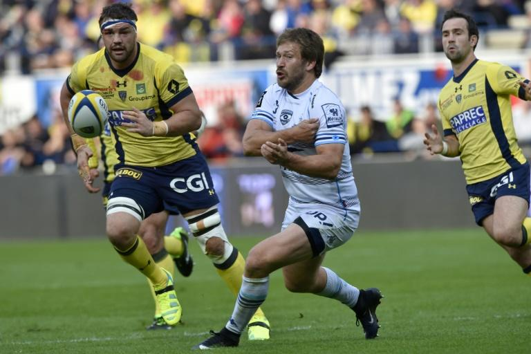 Montpellier's centre François Steyn (C) passes the ball during the French Top 14 rugby union match ASM Clermont vs MHR Montpellier at the Michelin stadium in Clermont-Ferrand on March 12, 2017