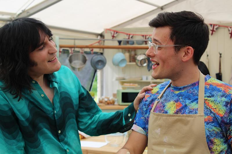 People are going crazy over Noel Fielding's optical illusion shirt on last night's bake off [Photo: Love Productions/Photographer: William Davies / Lorraine Lam]
