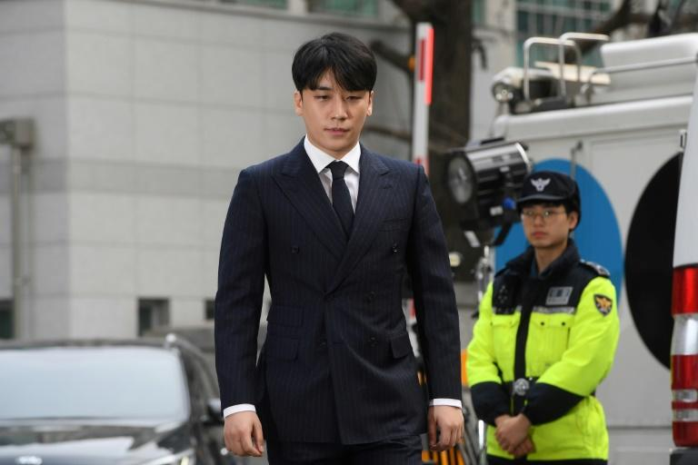 Five male K-pop singers, including mega star Seungri, have been identified as recipients of illicit videos