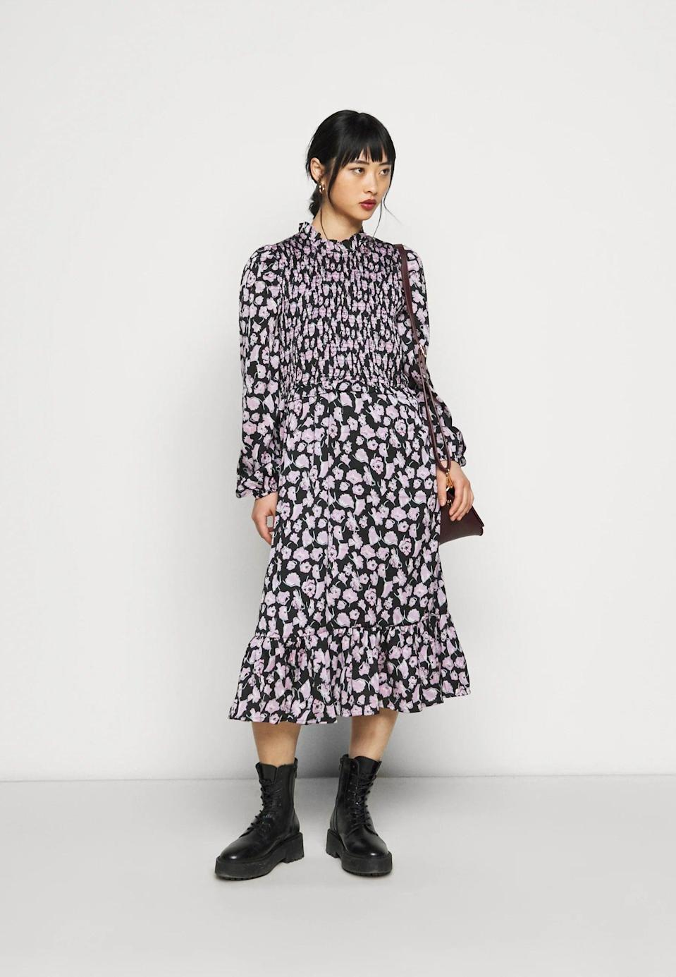 "<br><br><strong>Vero Moda Petite</strong> Smock Day Dress, $, available at <a href=""https://www.zalando.co.uk/vero-moda-petite-vmcharlotte-smock-dress-day-dress-black-vm021c07o-q11.html"" rel=""nofollow noopener"" target=""_blank"" data-ylk=""slk:Zalando"" class=""link rapid-noclick-resp"">Zalando</a>"