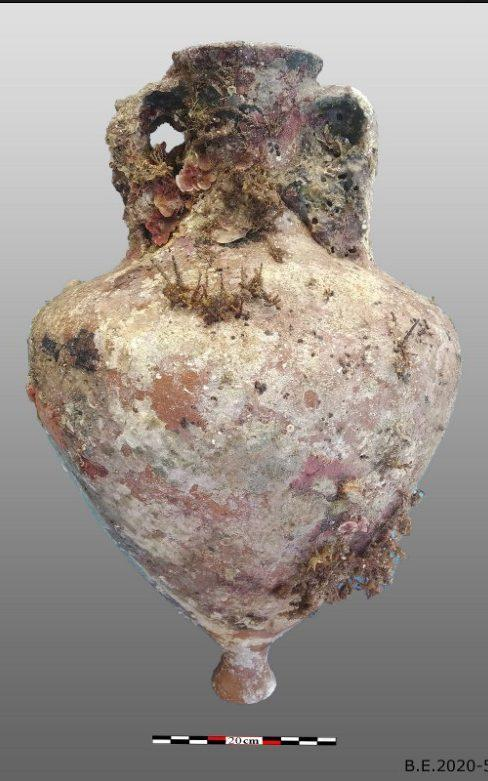 One of the amphorae found off the island of Kasos - Hellenic Ministry of Culture