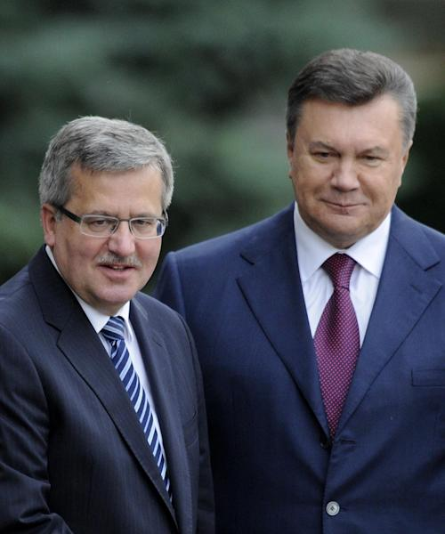 Ukraine's President Viktor Yanukovych and Polish counterpart Bronislaw Komorowski , left, are seen during an official meeting ceremony in front of the Presidential office in Kiev, Ukraine, Thursday, Sept. 20, 2012. (AP Photo/Sergei Chuzavkov)