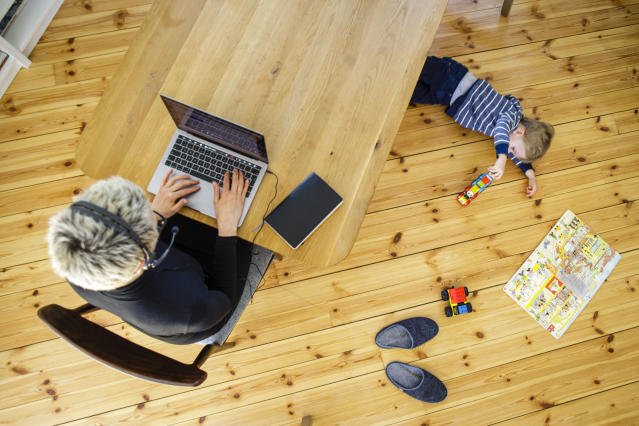 A woman sits at her desk at home and works. Photo: Thomas Trutschel/Photothek via Getty Images
