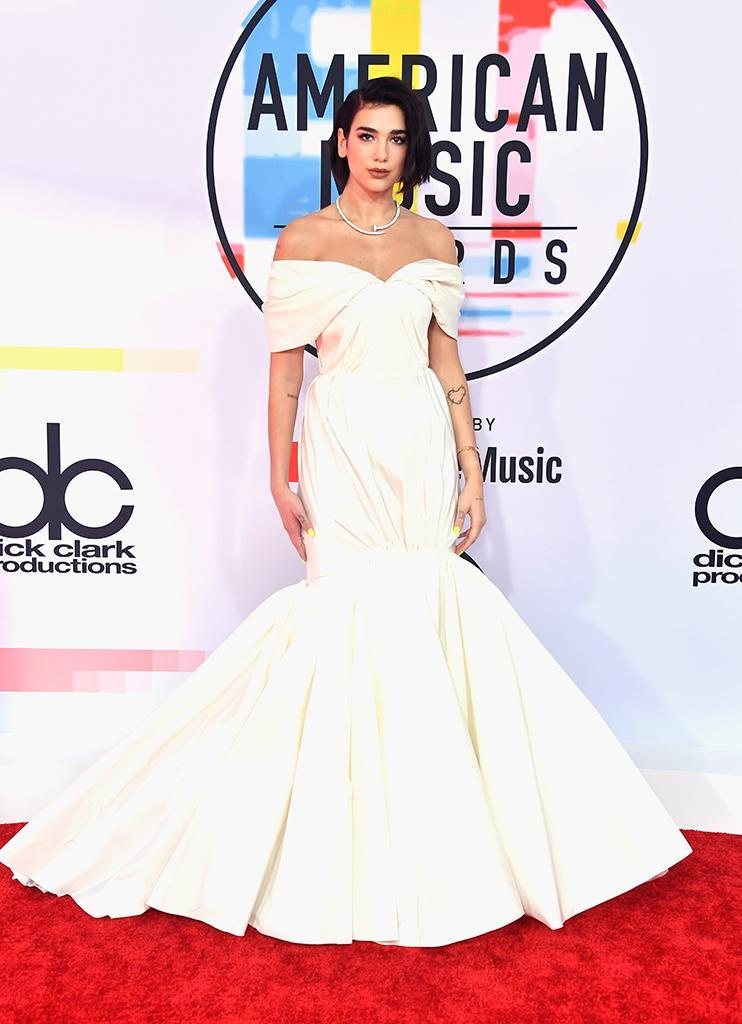 <p>Best New Artist nominee Dua Lipa bucked the night's pink trend and went with a white Giambattista Valli gown. (Photo: Frazer Harrison/Getty Images) </p>