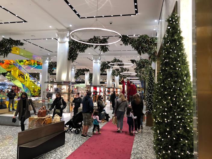 saks fifth avenue christmas shopping
