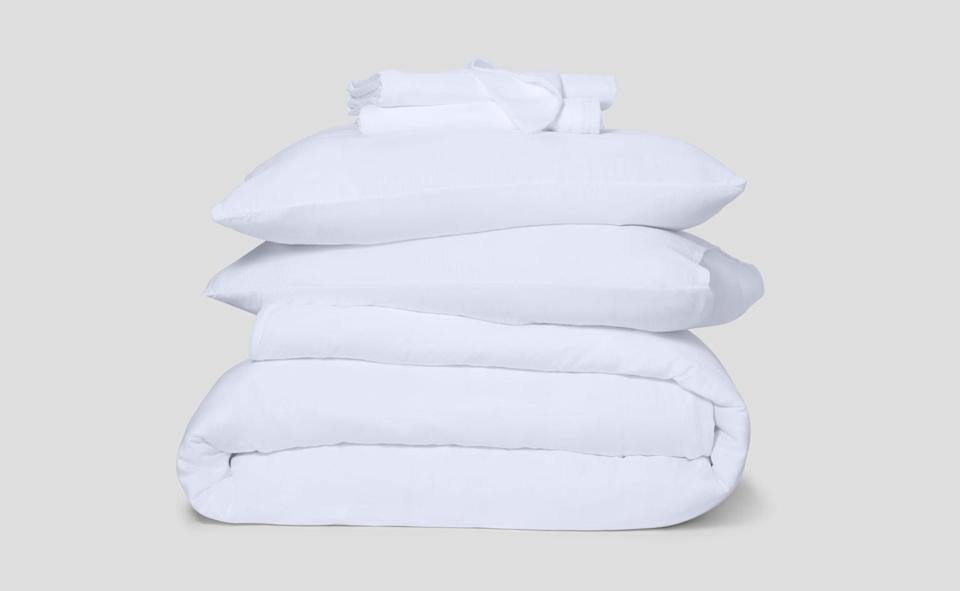 <p>The <span>Casper Hyperlite Sheets</span> ($208 - $308) set comes with a fitted and flat sheet, two standard pillowcases, and a duvet cover. I have the white set, and think they're perfect for hot summer nights.</p>