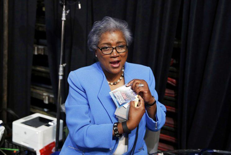 Brazile removes her CNN credential so she may participate in the Democratic National Convention in Philadelphia, July 25, 2016. (Lucy Nicholson/Reuters)