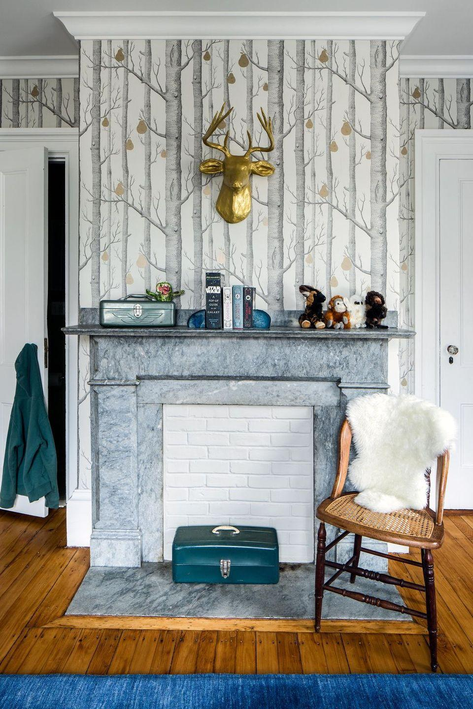 """<p>This <a href=""""https://www.elledecor.com/design-decorate/house-interiors/a36721200/cecilia-casagrande-brookline-home/"""" rel=""""nofollow noopener"""" target=""""_blank"""" data-ylk=""""slk:Victorian house designed by Cecilia Casagrande"""" class=""""link rapid-noclick-resp"""">Victorian house designed by Cecilia Casagrande</a> features decor reminding us of crisp, cool fall weather—from the white and gray woodsy wallpaper to the golden deer bust to the white sheepskin throw. </p>"""