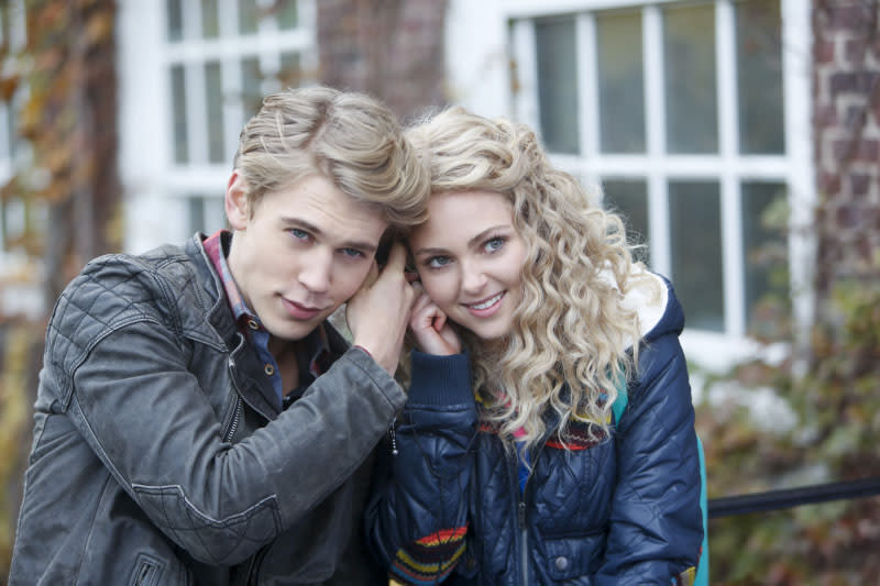 """Read Before Use"" -- Austin Butler as Sebastian and AnnaSophia Robb as Carrie"
