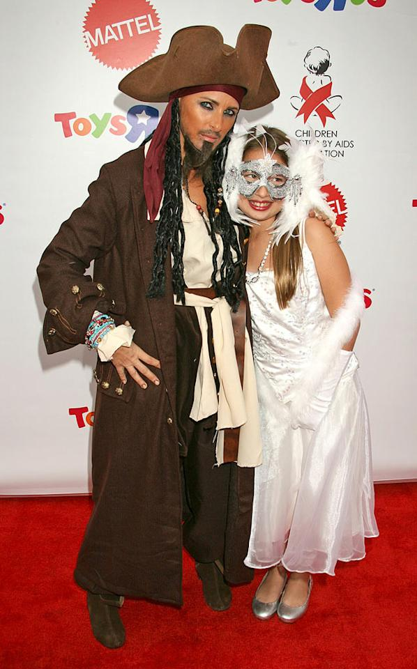 "Marlee Matlin and her daughter Sarah Rose strike poses on the red carpet. Russ Einhorn/<a href=""http://www.splashnewsonline.com"" target=""new"">Splash News</a> - October 27, 2007"