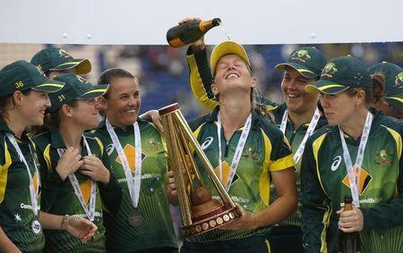 Australia's Meg Lanning celebrates with team mates lifting the Women's Ashes trophy. England v Australia - Women's Ashes Series 2015 - Third NatWest T20 International - SSE SWALEC Stadium, Cardiff, Wales - 31/8/15. Action Images via Reuters / Andrew Boyers Livepic