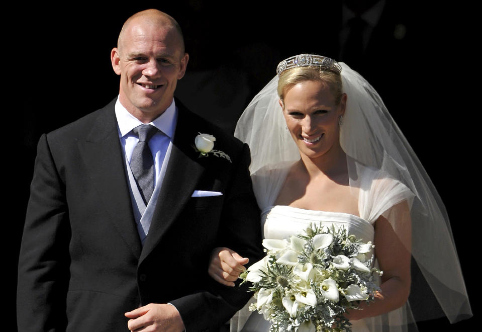 England rugby player Mike Tindall (L) and his new bride Britain's Zara Phillips, granddaughter of Queen Elizabeth II, pose for pictures after their wedding ceremony at Canongate Kirk in Edinburgh, Scotland, on July 30, 2011. AFP PHOTO / DYLAN MARTINEZ/POOL (Photo credit should read DYLAN MARTINEZ/AFP via Getty Images)