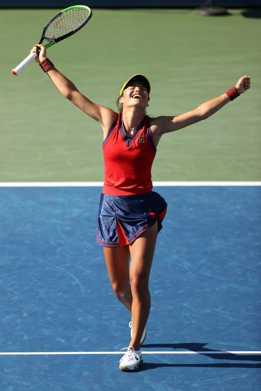 British qualifier Emma Raducanu celebrates advncing to the fouth round of the US Open with a victory on Saturday over Sara Sorribes Tormo of Spain (AFP/MATTHEW STOCKMAN)