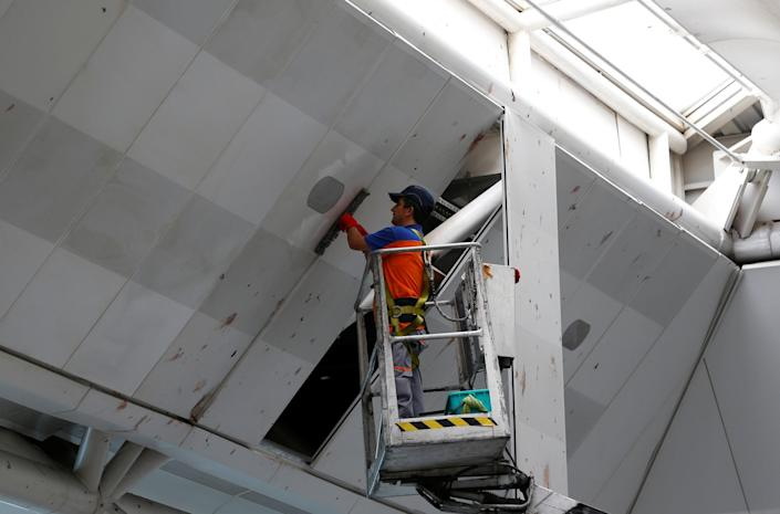 <p>A worker cleans the roof of the international departure terminal at the country's largest airport, Istanbul Ataturk, following yesterday's blast in Istanbul, Turkey, June 29, 2016. (REUTERS/Murad Sezer) </p>