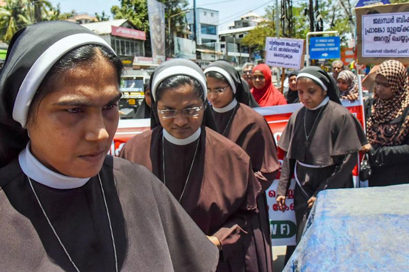 Kerala Nun Rape Case: Missionaries of Jesus Releases Picture of Rape Survivor With Bishop, Booked
