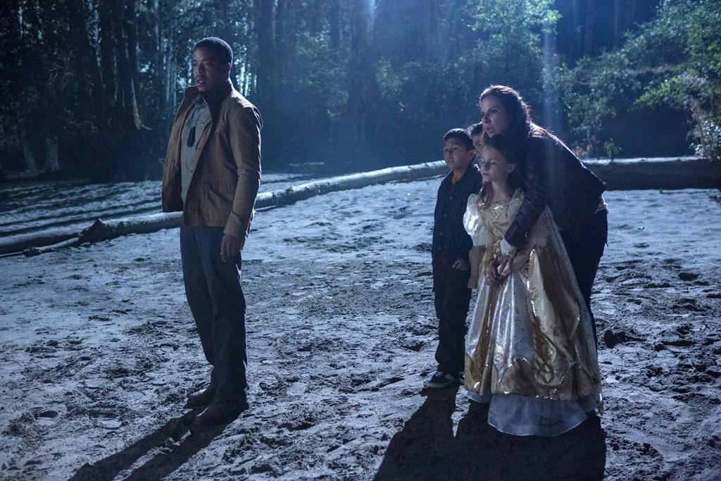 "Russell Hornsby as Hank Griffin and Kate del Castillo as Valentina Espinosa in the ""Grimm"" episode, ""La Llorona."""