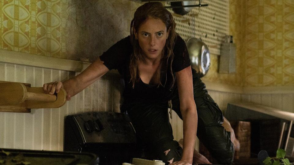 Kaya Scodelario fights off alligators in 'Crawl'. (Credit: Paramount)