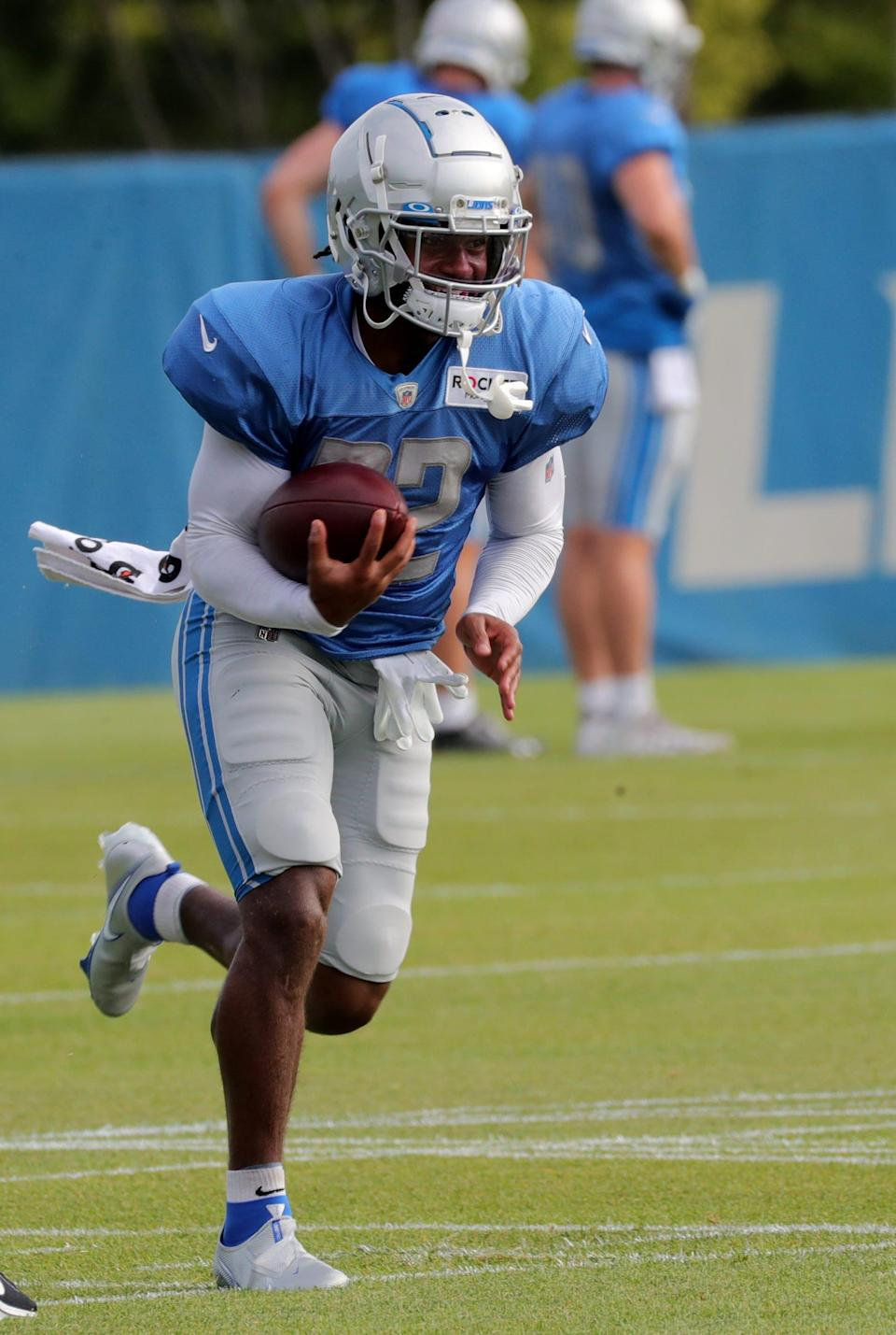 Lions running back D'Andre Swift carries the ball during training camp on Tuesday, August 3, 2021, in Allen Park.