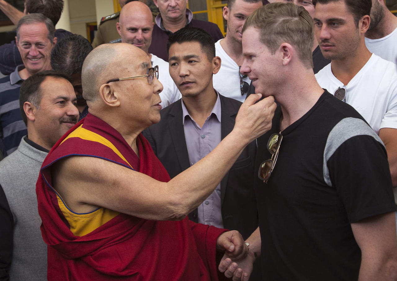<p>Tibetan spiritual leader the Dalai Lama holds the chin of Australian cricket team captain Steven Smith during an interaction with the team at the Tsuglakhang temple in Dharamsala, India, March 24, 2017. (Photo: Ashwini Bhatia/AP) </p>