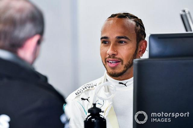 "Lewis Hamilton, Mercedes-AMG Petronas F1 nel garage <span class=""copyright"">Mark Sutton / Motorsport Images</span>"