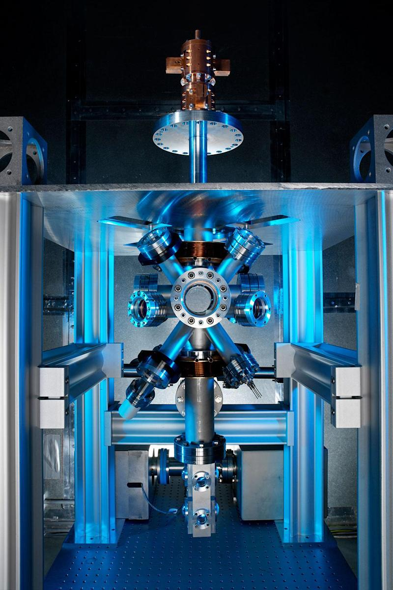 An optical atomic clock, one example of how quantum technology is pushing boundaries in timekeeping. (NPL )
