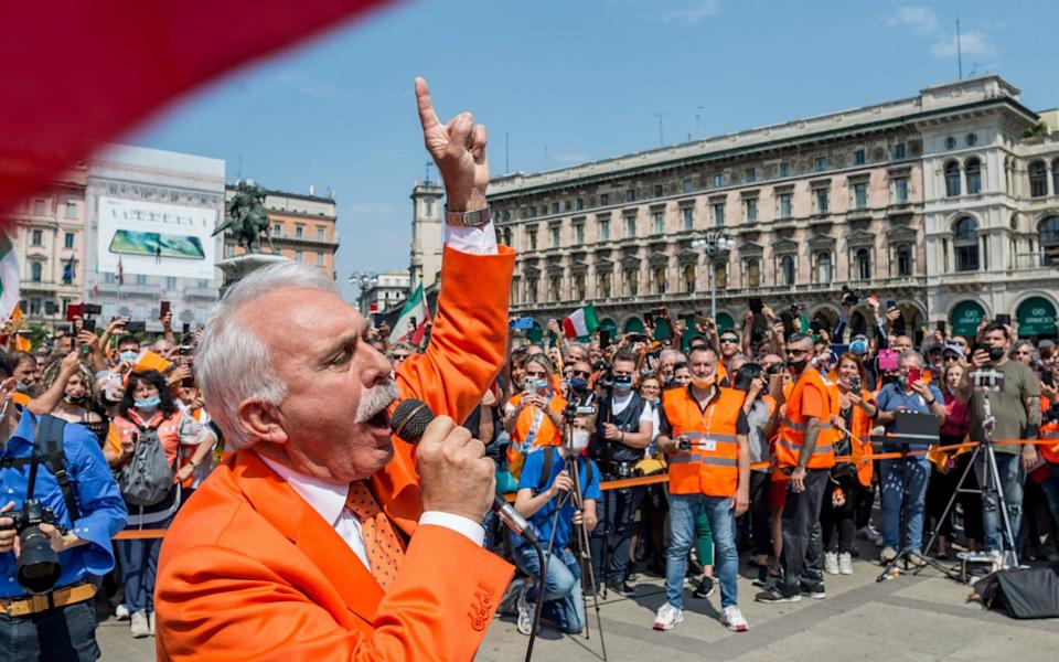 Former police general Antonio Pappalardo, founder of the Orange Jackets protest movement, addresses supporters in Milan - Shutterstock