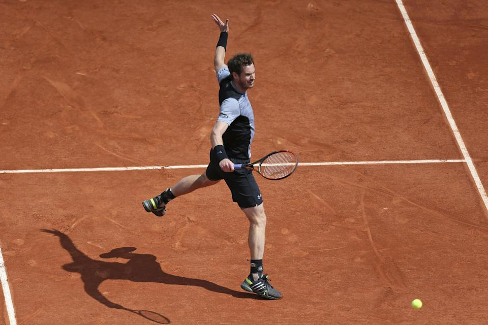 Britain's Andy Murray returns in the third round match of the French Open tennis tournament against Australia's Nick Kyrgios at the Roland Garros stadium, in Paris, France, Saturday, May 30, 2015. (AP Photo/David Vincent)