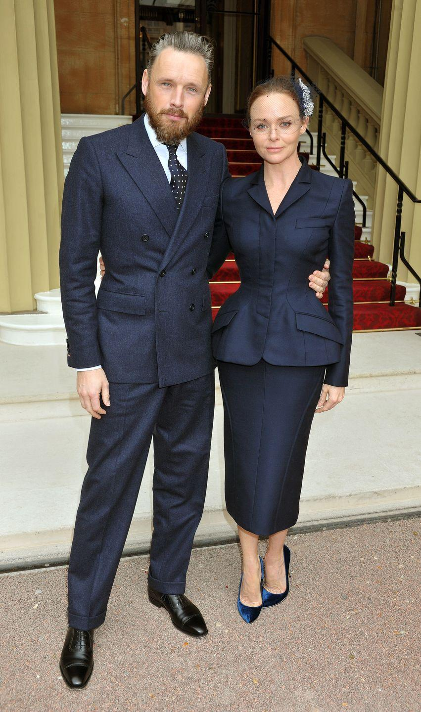 <p>Of course British designer Stella McCartney would know exactly what to wear while visiting the Queen at Buckingham Palace to receive an OBE: a navy suit, velvet pumps, and a fishnet fascinator.</p>