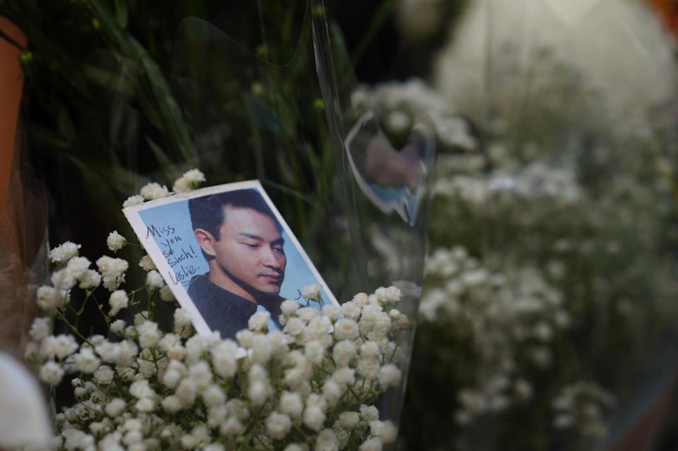 Fans lay flowers to honour deceased pop star Leslie Cheung in 2021. Photo: Sam Tsang