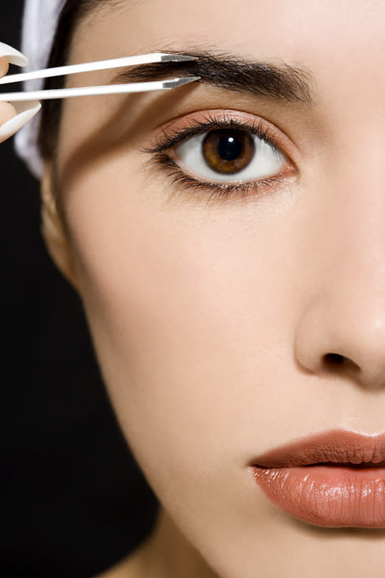 How To Tweeze Your Brows Without Totally Effing Them Up
