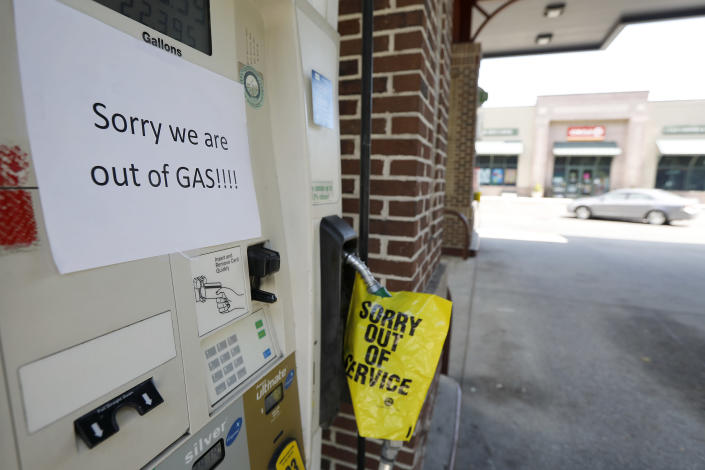 <p>A gas station in Mt. Pleasant S.C. alerts motorist that it is out of gas due to the heavy demand caused by Hurricane Florence Tuesday, Sept. 11, 2018. (Photo: Mic Smith/AP) </p>