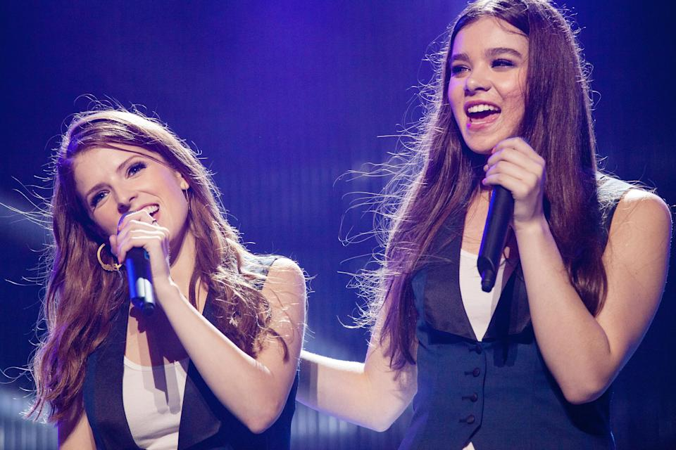 anna kendrich and hailee steinfeld signing on stage