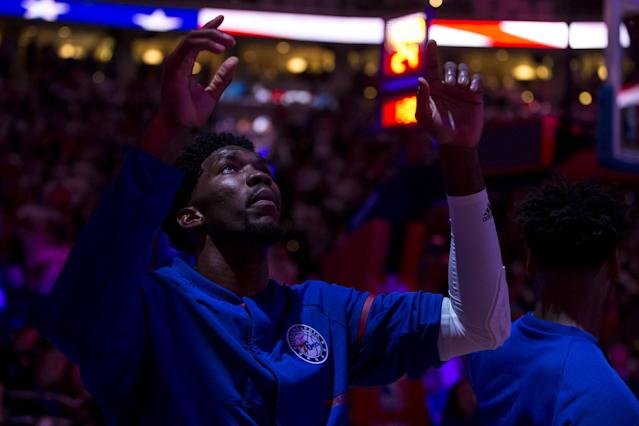 """<a class=""""link rapid-noclick-resp"""" href=""""/nba/players/5294/"""" data-ylk=""""slk:Joel Embiid"""">Joel Embiid</a> looks for, and provides, a reason to believe. (AP)"""