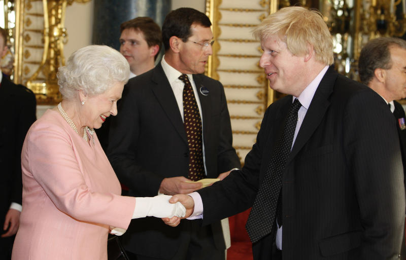 Britain's Queen Elizabeth II meets The Mayor of London Boris Johnson during a reception for G20 leaders at Buckingham Palace in London, Wednesday, April 1, 2009. (AP Photo/Kirsty Wigglesworth, Pool)