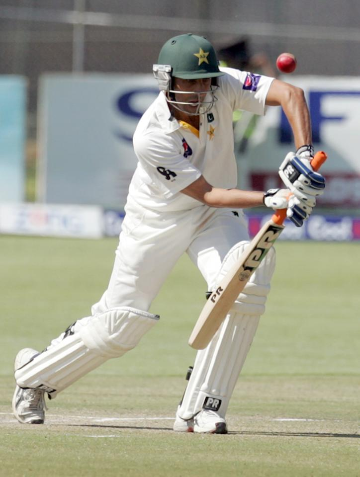 Pakistan batsman Younis Khan plays on September 5, 2013 during the third day of the first Test against Zimbabwe at the Harare Sports Club.                   AFP PHOTO / JEKESAI NJIKIZANA        (Photo credit should read JEKESAI NJIKIZANA/AFP/Getty Images)